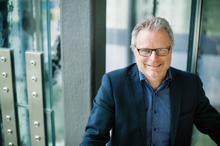Regiondirektør i NHO Innlandet, Åge Skinstad, sier at kommunereformen handler om å skape mer slagkraftige kommuner i Innlandet, ikke å legge ned lokalsamfunn.