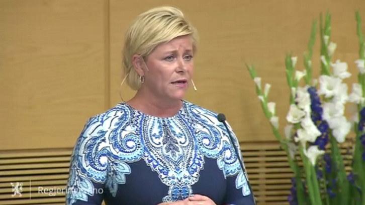 Finansminister Siv Jensen på talerstolen.