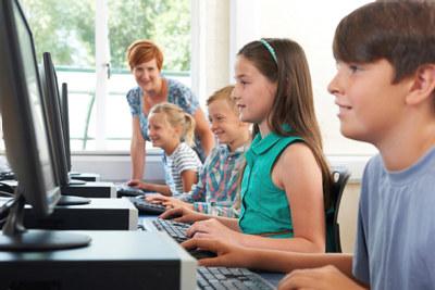 Kreativitet, teknologisk kunnskap og samarbeidsevner er egenskaper fremtidens arbeidsliv har behov for. NHO mener at grunnskolen må fornyes.