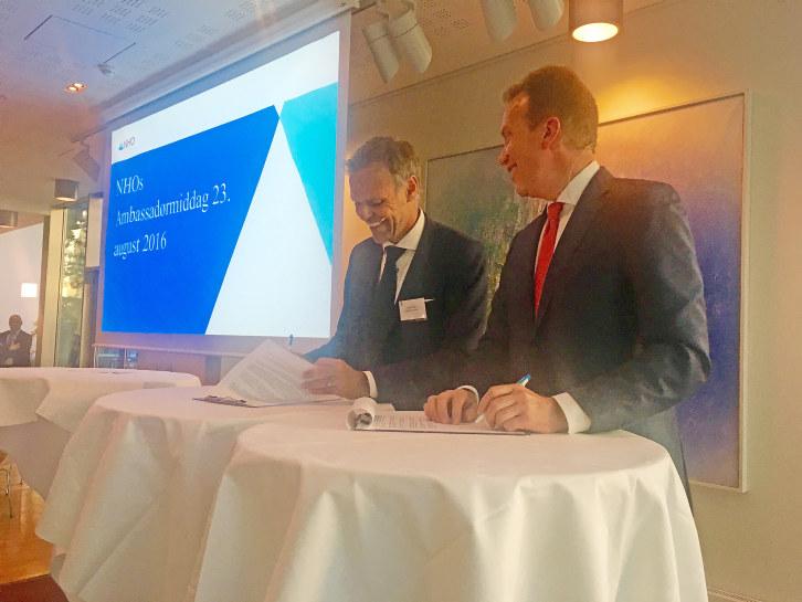 Utenriksminister Børge Brende og NHO-president Tore Ulstein signerte tirsdag en samarbeidsavtale om næringsutvikling i utviklingsland.