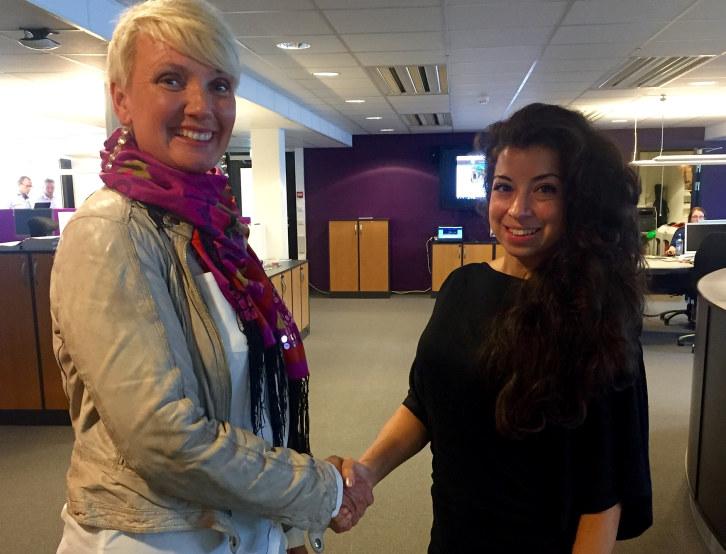 Peer Gynt AS er månedens bedrift i NHO Innlandet. Her med daglig leder, Marit Lien og kommunikasjonsrådgiver i NHO Innlandet, Linn Alicia Slora Kristiansen.