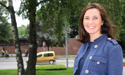 Ellen Therese Rasmussen utenfor Næringslivets Hus i Oslo.