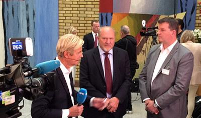 Statsbudsjettet 2017 - Svein Oppegaard i Stortingets vandrehall