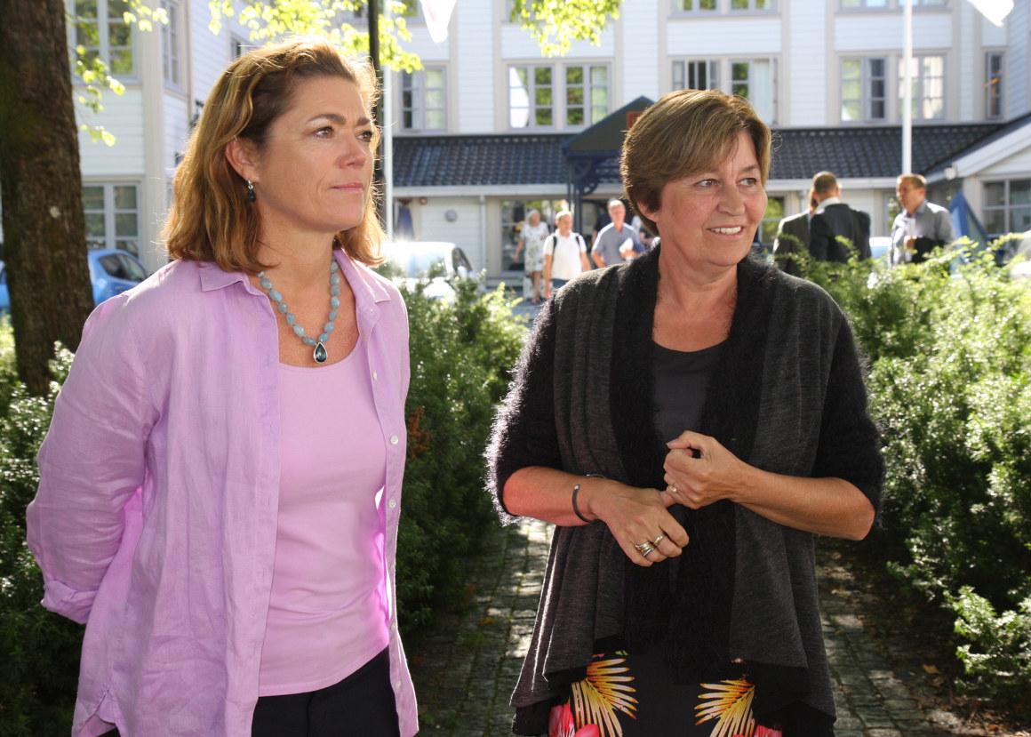 direktør Kristin Skogen lund og LO-leder Gerd Kristiansen. Foto.