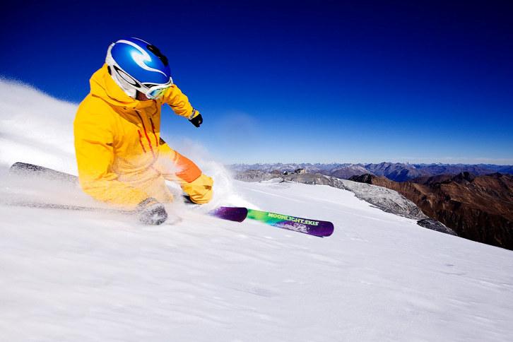 Mann på ski