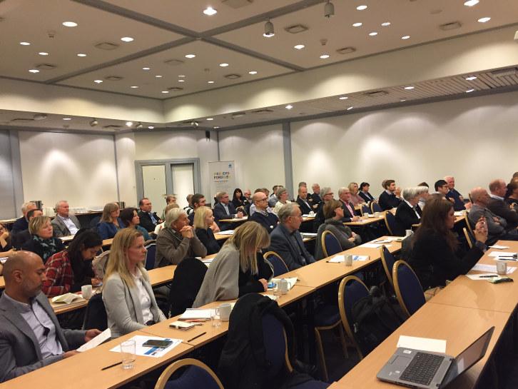Nytt regelverk og mer innovasjon i offentlige anskaffelser var tema da bortimot 100 deltagere fra næringslivet deltok på miniseminar i Drammen. På tilsvarende arrangement i Sandefjord og Porsgrunn samme uke deltok det henholdsvis i overkant av 50 og 40 bedrifter. Og utfra tilbakemeldingene, fikk de matnyttig informasjon.