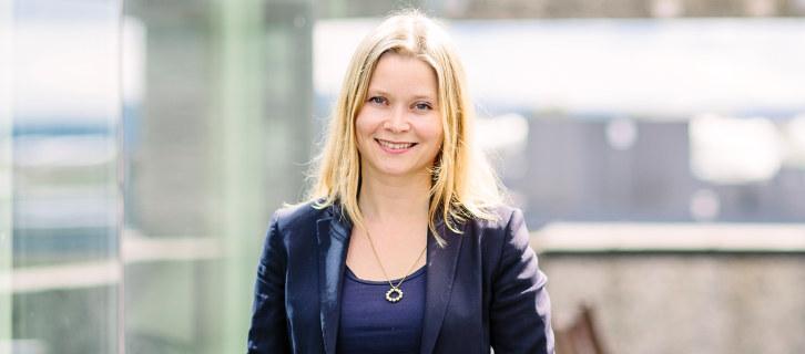 Det er oppfordringen fra arbeidsminister Anniken Hauglie til norske bedrifter. Hun har penger igjen på budsjettet. – Dette er gode nyheter for våre bedrifter, sier Kristina Jullum Hagen i NHO.