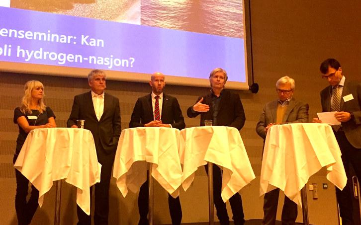 Fra venstre: Kari Asheim (Zero), Nils Røkke (Sintef), Olje- og energiminister Tord Lien, Ola Elvestuen (Venstre), Karl Eirik Schjøtt-Pedersen (Norsk olje og gass), Kåre Nerem (Fiskerstrand).