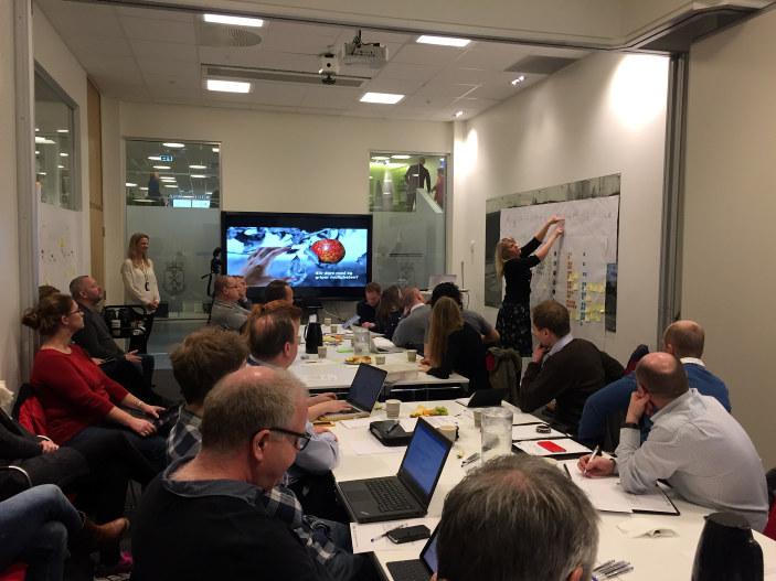 """Det var """"stinn brakke"""" da Drammen kommune, i samarbeid med Nasjonalt program for leverandørutvikling, inviterte leverandører til dialog om nye digitale systemer for besøkshåndtering, adgangs- og bookingsystem på Drammenbadet. Og dialog ble det!"""