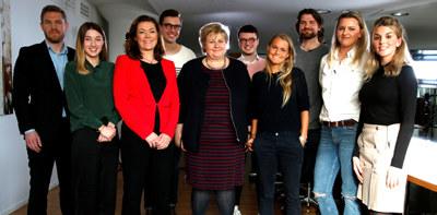 """Nå skal fire unge reise Norge rundt for å utforske hva norske bedrifter bidrar med for Norge. Alt skal dokumenteres gjennom prosjektet """"Office X""""."""