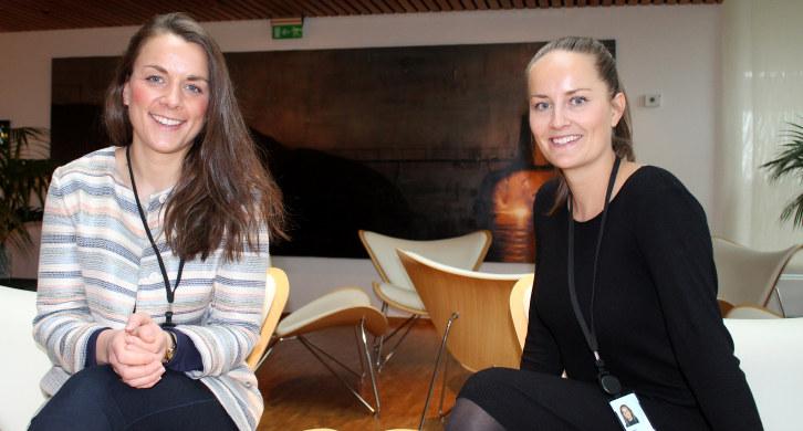 Mastergradsstudentene ved UiO, Marta Hole Greve og Anne Thon Hjersing har nå avsluttet fem praksisuker i NHO. Foto: Anne Birgitte Hjelseth.