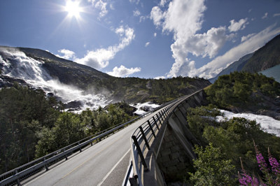 Halvering av planleggingstiden betyr at flere store veiprosjekter på Vestlandet kan flyttes til første halvdel av NTP, sier NHO-sjef Kristin Skogen Lund.