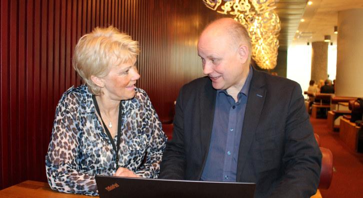 Advokat i NHO og ekspert på offentlige anskaffelser, Arnhild Dordi Gjønnes, og Bernt Nilsen, administerernde direktør, i Norsk Test AS.