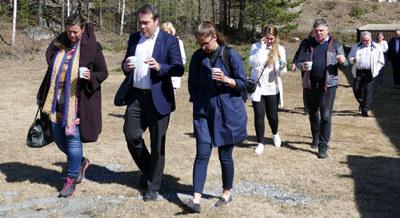 """De politikerne og bedriftslederne som """"gikk for næringslivet"""" i Hallingdal denne uken, lærte mye om hvordan det er å drive en familieeid hjørnestensbedrift i dagens distrikts-Norge. DEFA opererer i et knalltøft internasjonalt marked, og er avhengig av gode rammevilkår for å henge med i konkurransen."""