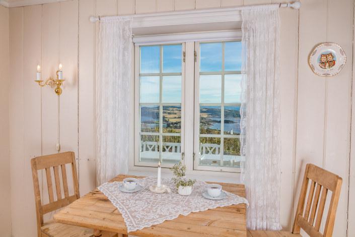 Da ei trønderlån fra 1867 stod i fare for å bli revet fikk ekteparet Værdal ideen om å flytte hele huset 8 kilometer for å starte gårdshotell på Inderøy. Husfrua Gårdshotell er månedens bedrift i juni.