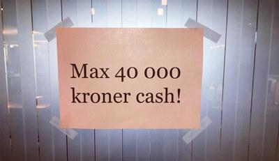 Forhandlere og butikker har ikke lenger lov å ta imot kontantbeløp som er større en 40 000 kroner.