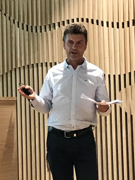 Vestfold fylkeskommune har ambisjon om å bli ett av de grønneste fylkene i Norge.  De tror lokal energiproduksjon, distribusjon, lagring og forflytning av energi kan være en både økonomisk, miljøvennlig og fremtidsrettet løsning. De ønsker derfor å etablere  «energifabrikker» på Fylkeshuset i Tønsberg og på Færder videregående skole. Nå tar de i bruk innovativ anskaffelse som metode og spør markedet om mulige fremtidsrettede løsninger som kan dekke deres behov.