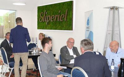"""Representanter fra seks politiske partier og ni bedrifter deltok på NHO Buskeruds arrangement """"Gå for næringslivet"""" hos Tronrud Eiendom i Hønefoss denne uken."""