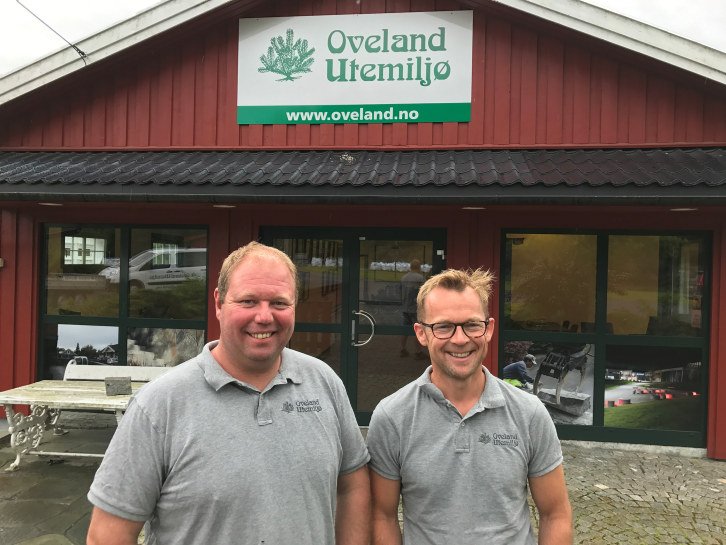 Når du kjører langs E18, får du daglig bevis på hva fagfolkene hos Oveland Utemiljø kan levere!