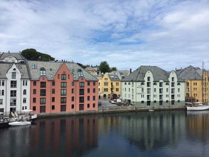 Det har vært en negativ utvikling for mange av kommunene i Møre og Romsdal de siste par årene. Av de 36 kommunene i Møre og Romsdal, hadde kun 12 framgang på listen i årets Kommune-NM. Møre og Romsdal har 9 kommuner på topp 100-listen og Ålesund har høyest plassering, på plass nummer 31.