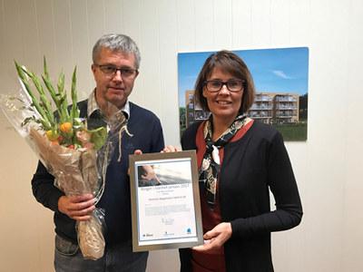På bildet: Karsten Tanem, Moelven Byggmodul Hjellum og Anita Johansen Providor
