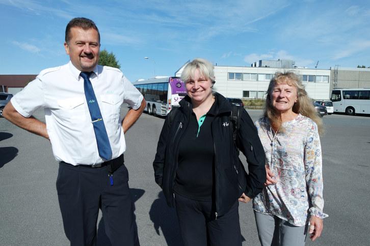 Vilnis og Mirela er yrkessjåfører hos Glenn Rudi Baani Tide buss Vestfold og har frivillig tatt et 100 timers norskkurs på kveldstid!