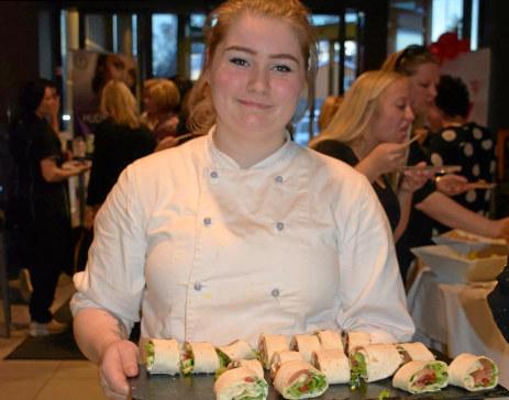 Thea Bangen er kokkelærling hos Scandic Elgstua. Denne høsten henter hun inspirasjon fra Italia.