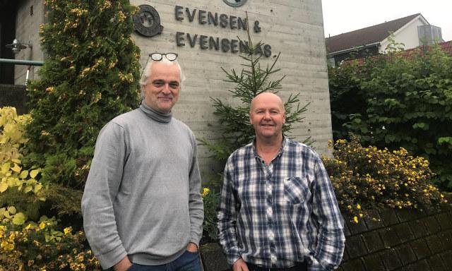 Evsensen og Gjerdrum forran deres lokaler på Lillehammer