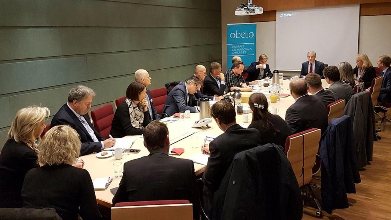 Jonas Gahr Støre (Ap) på besøk i Abelias Digital Advisory Board.