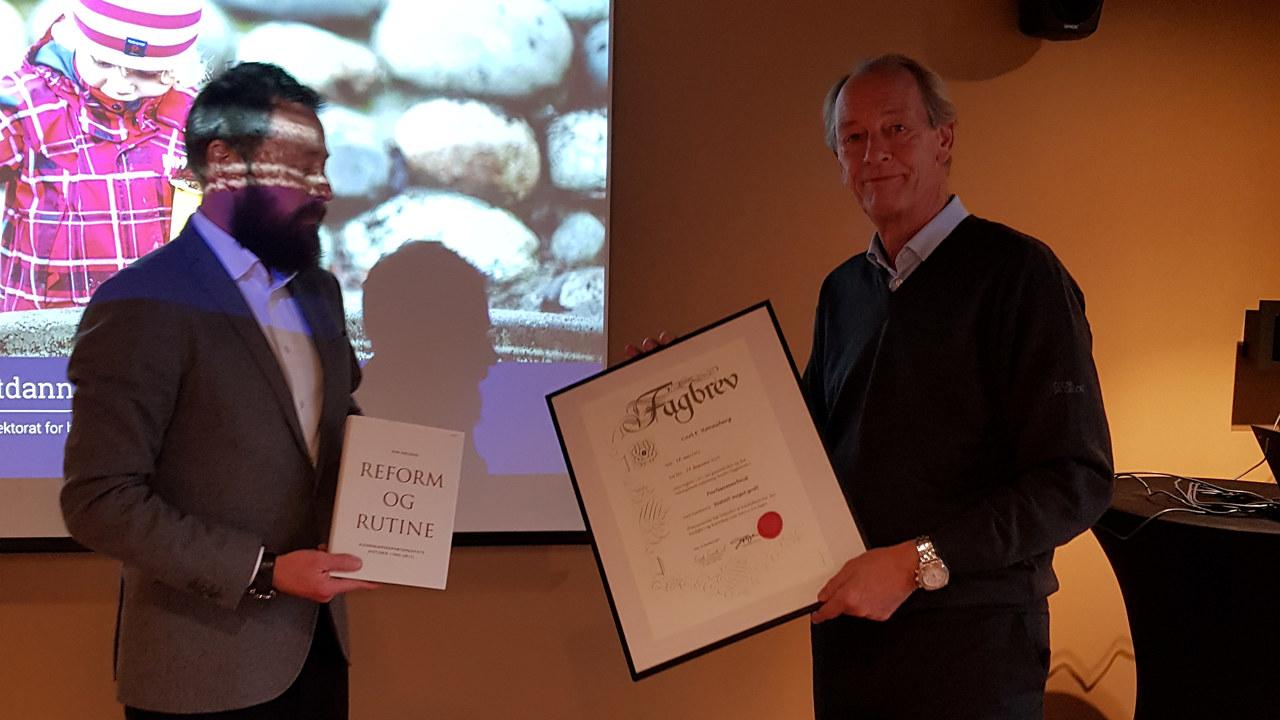 Rønneberg mottar diplom