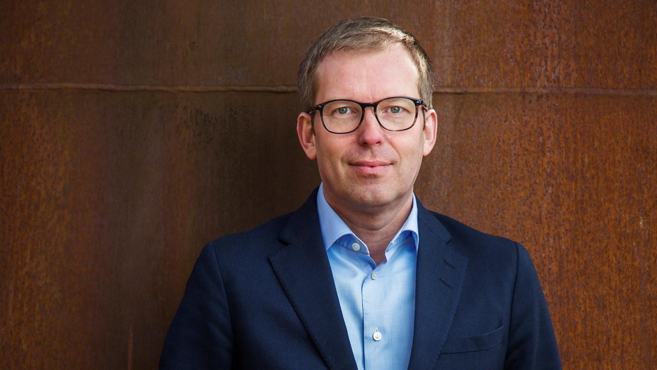 Portrett av administrerende direktør Håkon Haugli i Abelia.