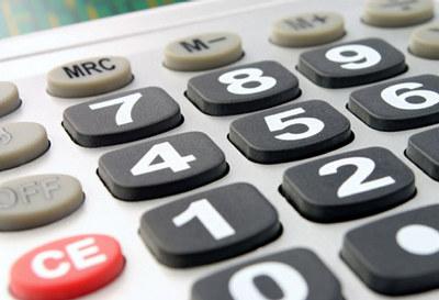 Nå må aksjeselskaper ha revisor hvis driftsinntektene er høyere enn 6 millioner kroner  eller hvis balansesum/aksjekapital er høyere enn 23 millioner kroner.