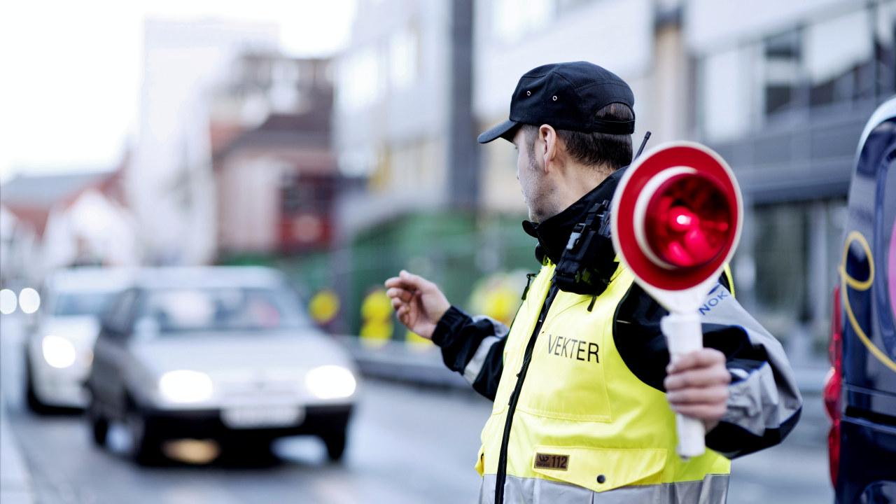 Vekter dirigerer trafikk