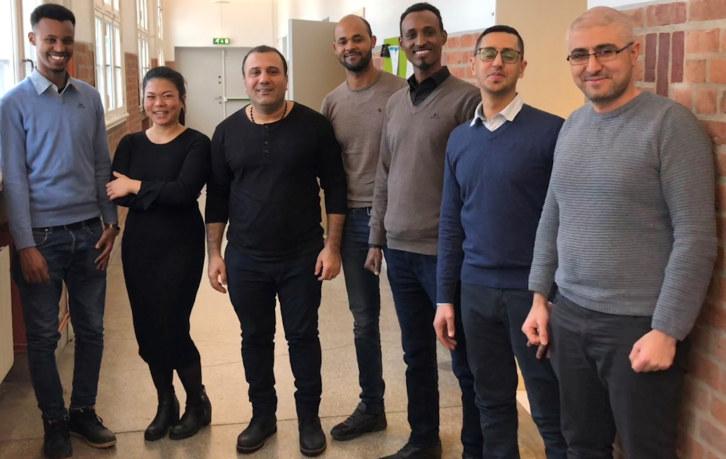 Nav og NHO Buskerud samarbeider om en pilot i Drammen for Hurtigsporet. Målet er å skaffe bedriftene kvalifisert arbeidskraft, samtidig bidra til at flyktninger som står nærmest arbeidslivet, raskere kommer ut i jobb. Nå inviterer vi interesserte bedrifter til en speedating av potensielle kandidater.