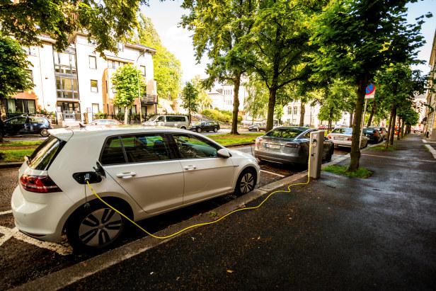 Elektrisk bil lader i Oslo.