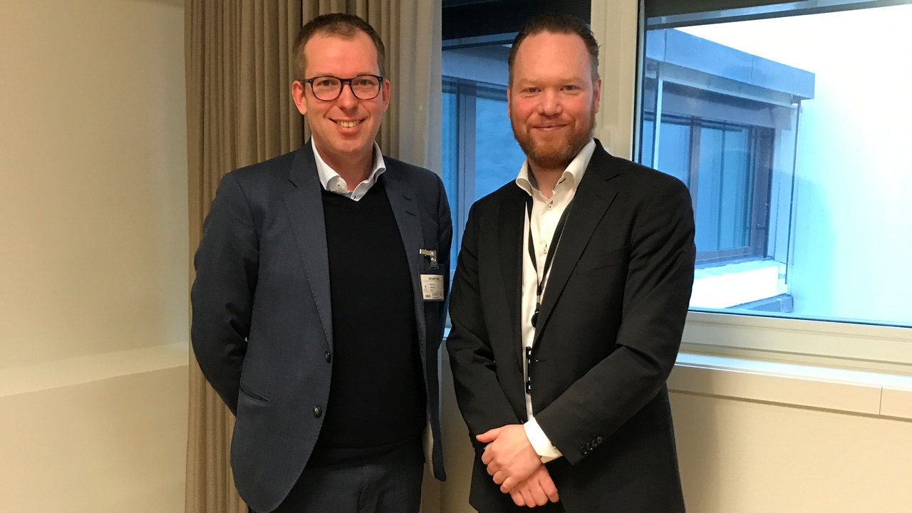 Administrerende direktør Håkon Haugli i Abelia og statssekretær Magnus Thue i Nærings- og fiskeridepartementet.
