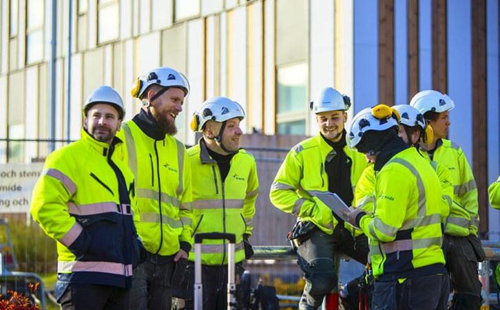 Tore Bakke i Bravida er opptatt av å sikre kompetanse og konkurransedyktighet i et opphetet byggemarked. Han brenner for lærlingeordningen, likevel mener han muligheten for innleie er helt nødvendig for å kunne ta på seg store prosjekter i Norge.