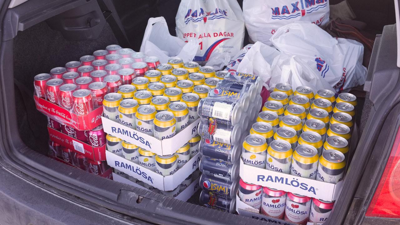 Grensehandel - bagasjerom fylt opp med brus og godteri