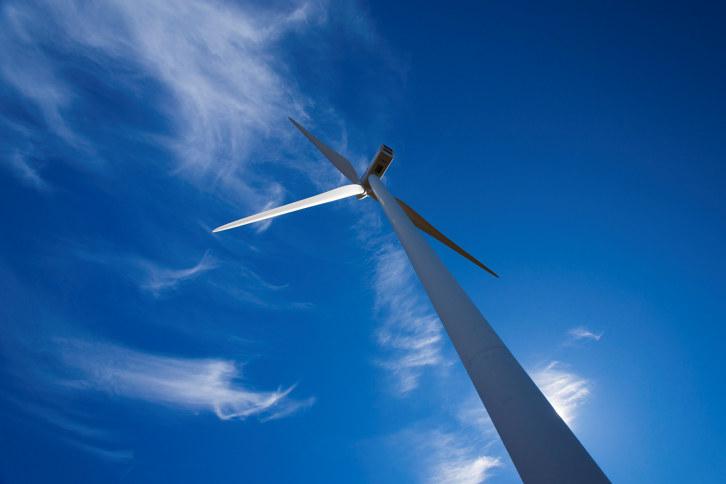 Hva skjer om Norge sier ja til EUs energibyrå, ACER? Blir det dyrere strøm? Og hva betyr det egentlig for bedriftene våre, husholdningene og klima?