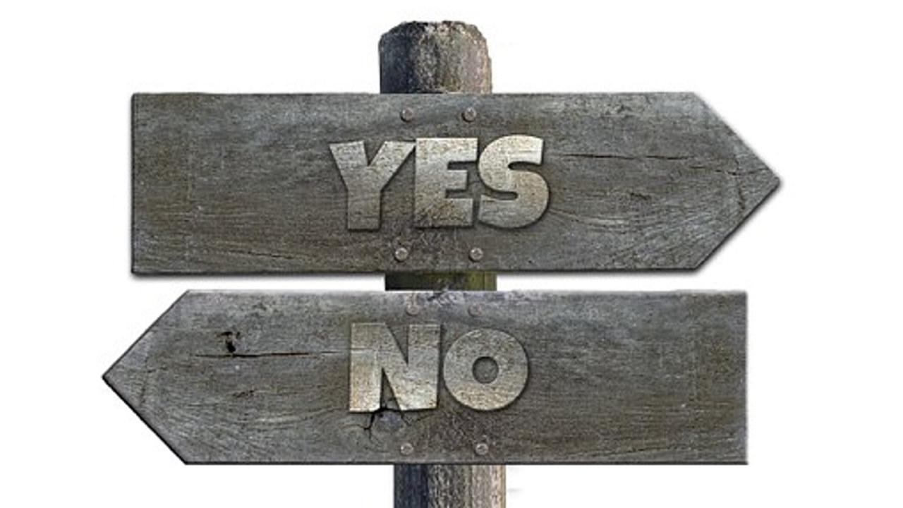 To skilt som peker i hver sin retning.