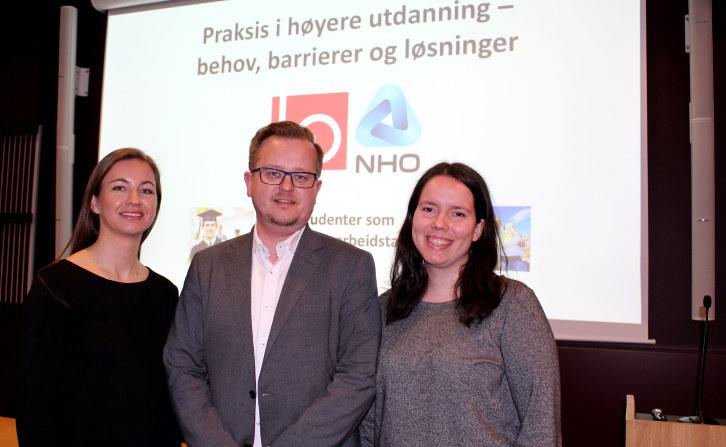 Praksisstudentene Marte Sandhaug og Astrid Olsen fra Institutt for pedagogikk ved UiO, sammen med politisk rådgiver Kjartan Almenning fra Kunnskapsdepartementet.