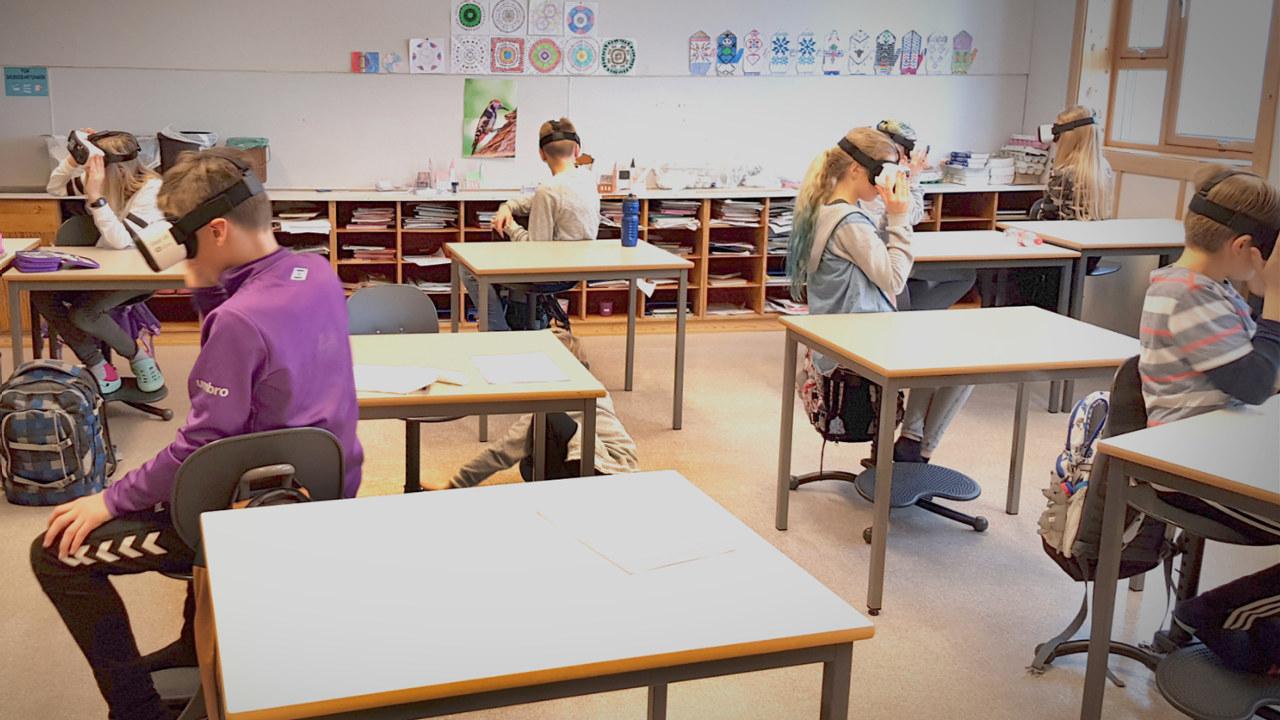 Bruk av virtual reality i klasserommet, illustrasjonsfoto.