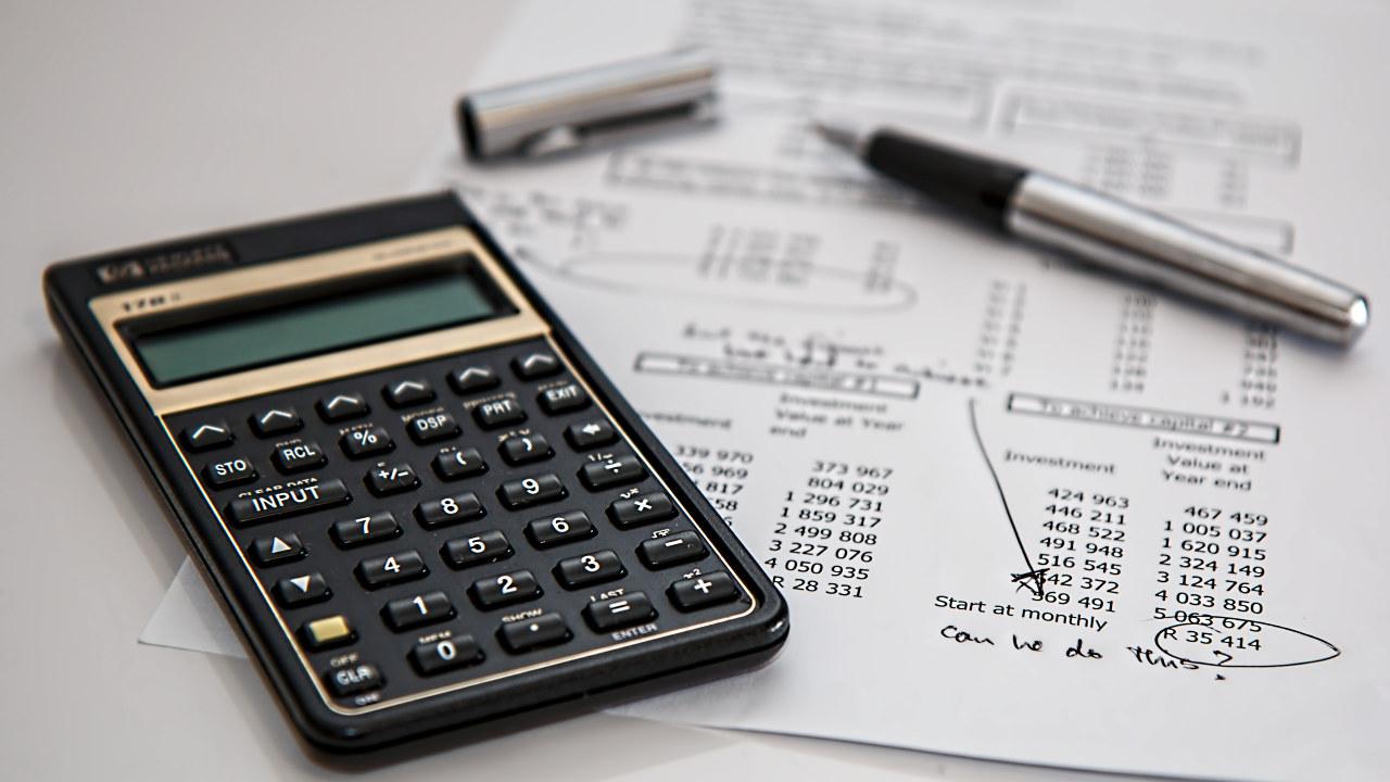 Kvitteringer, kalkulator og penn