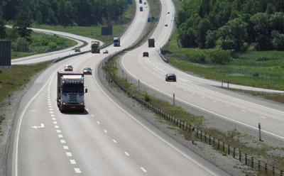 Både varetransporten og personbilene må stimuleres til raskt å komme over på batterier og biodiesel. Samtidig er næringslivet avhengig av den nødvendige storsatsingen i Nasjonal Transportplan.