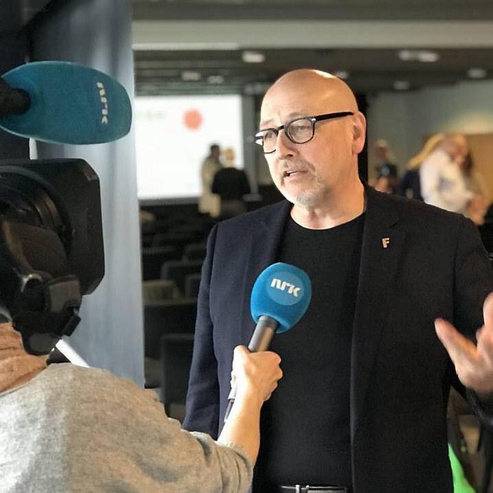 Lynghaug foran NRKs kamera