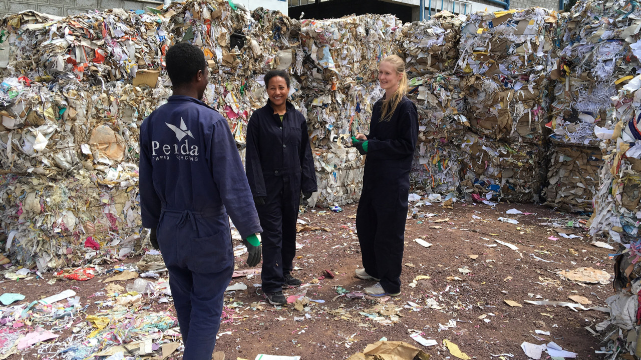 Daglig leder Marie Nielsen og kolleger i Penda Manufacturing Etiopia.
