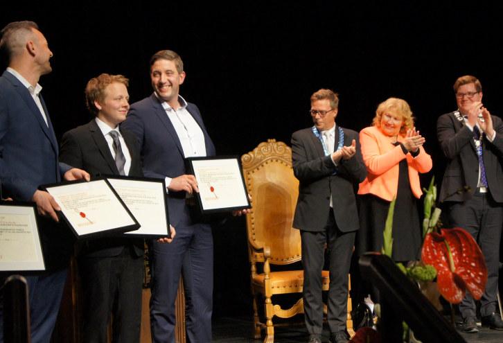 Tradisjon tro var det utdeling av svennebrev og mesterbrev i Drammens teater den 30. april. Håndverkets dag i Drammen er en flott tradisjon. -Du som nå har mottatt ditt kompetansebevis, svennebrev eller mesterbrev har nådd et mål som du sikkert har sett frem til og gledet deg til, sa en stolt Grete Karin Berg fra NHO Buskerud i sin gratulasjon til dem som mottok sitt bevis.