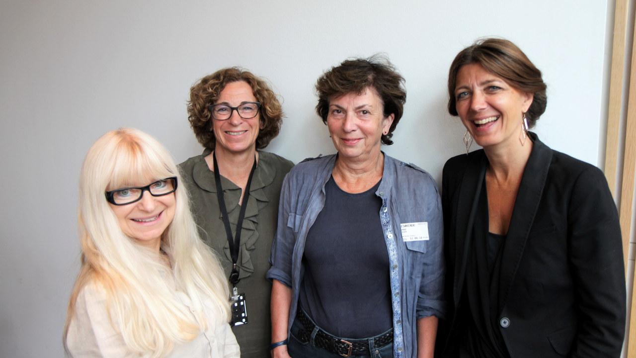 Fra venstre Christl Kvam, statssekretær i Arbeids- og sosialdepartementet, Lise Lien og Hanne Bogen, Fafo-forskere og Anne-Cecilie Kaltenborn leder i NHO Service og Handel. Foto: Baard Fiksdal