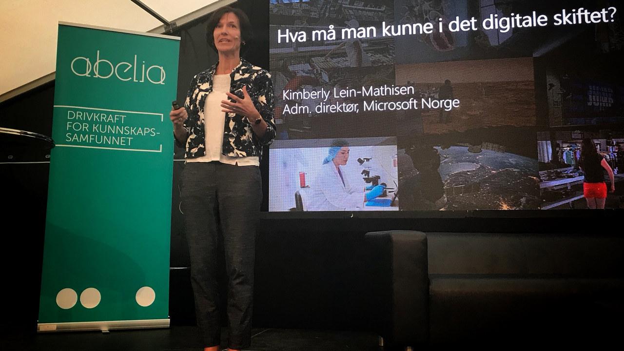 Kimberly Lein-Mathisen i Microsoft holder foredrag på Abelias arrangement under Arendalsuka 2017.