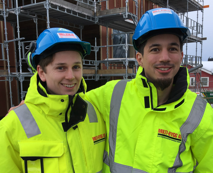 Herman Vestli (26) og Kristoffer Frengstad (30) er begge unge innflyttere til Innlandet. De to er enige om at et område og en bransje i vekst virker attraktivt for bosetting.